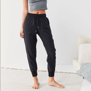 Put From Under Piper Woven Jogger Pant
